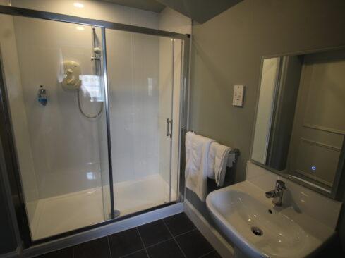 Picture of Royal Hotel Elgin Bathroom