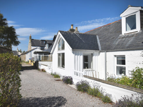 Picture of front of Dram Cottage