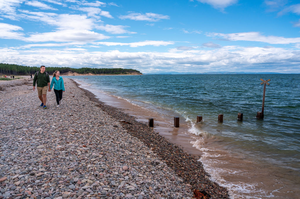 Picture of people on Findhorn beach