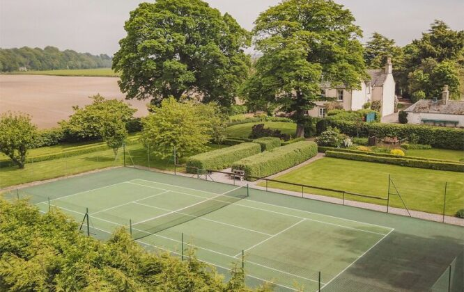 Picture of tennis court at Dipple House
