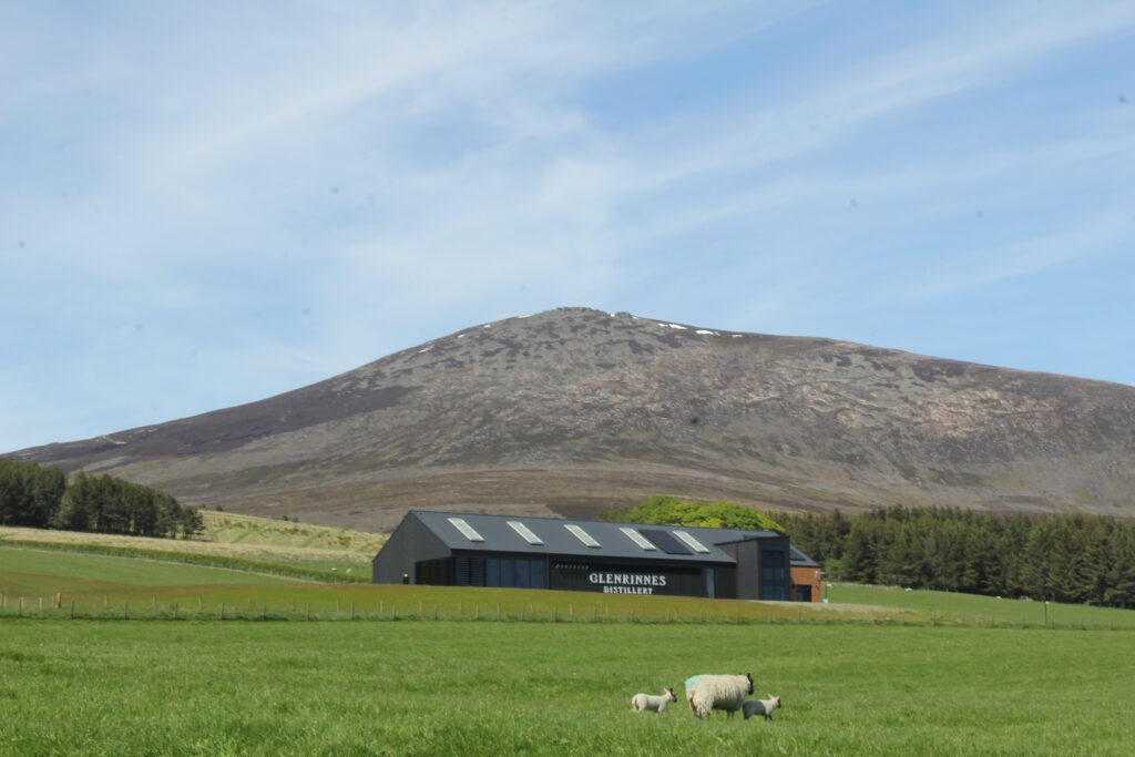 Picture of Glen Rinnes Distillery from a distance